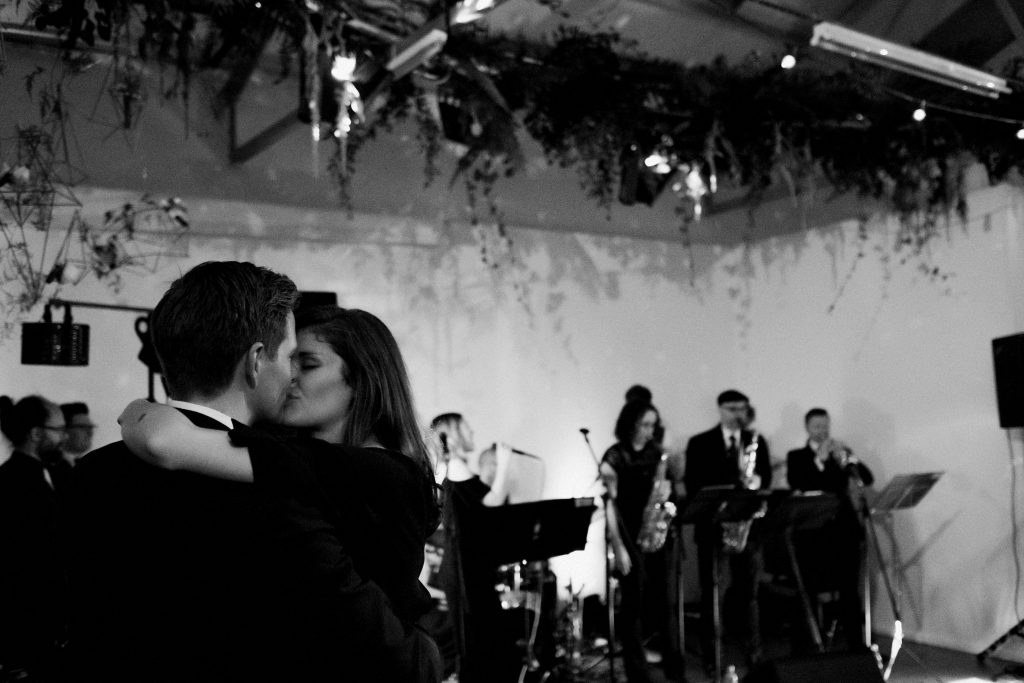 BW BAND COUPLE KISSING